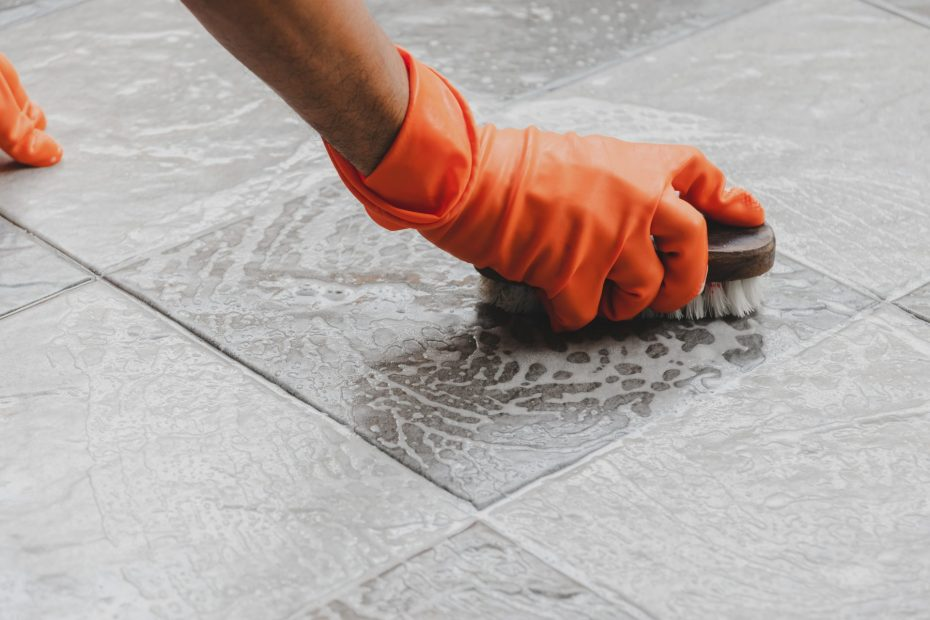Cleaning tiles and grout lines