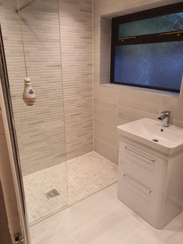 Eclipse White tiled bathroom with matching mosaic